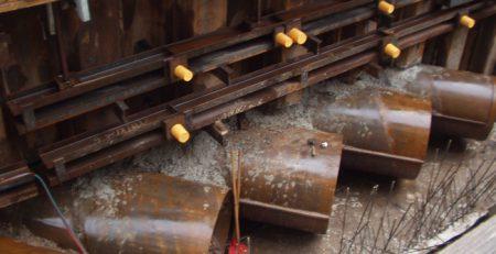 Stahlrohre für den Decksaufbau für die Tiefgarage